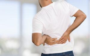 Perché mi fa male la schiena dopo aver mangiato?